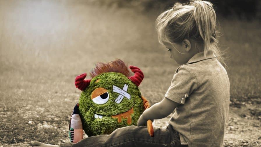 einsames, trauriges Kind
